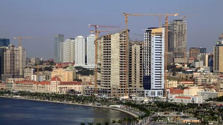 Des bâtiments en construction à Luanda, la capitale de l'Angola, en 2015