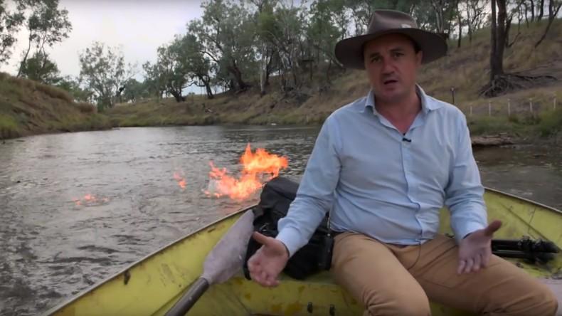 Pour prouver la nocivité de la fracturation hydraulique, un élu australien met le feu à une rivière
