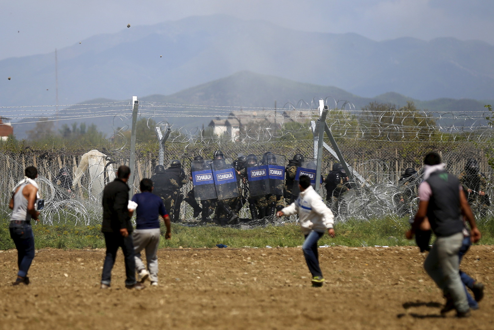 Grèce: au moins «260 migrants blessés» à Idomeni après l'usage de gaz lacrymogènes (PHOTOS, VIDEOS)