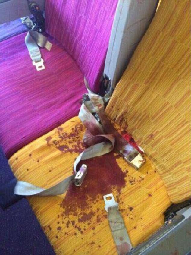 De violentes turbulences envoient six passagers à l'hôpital (PHOTOS CHOCS)