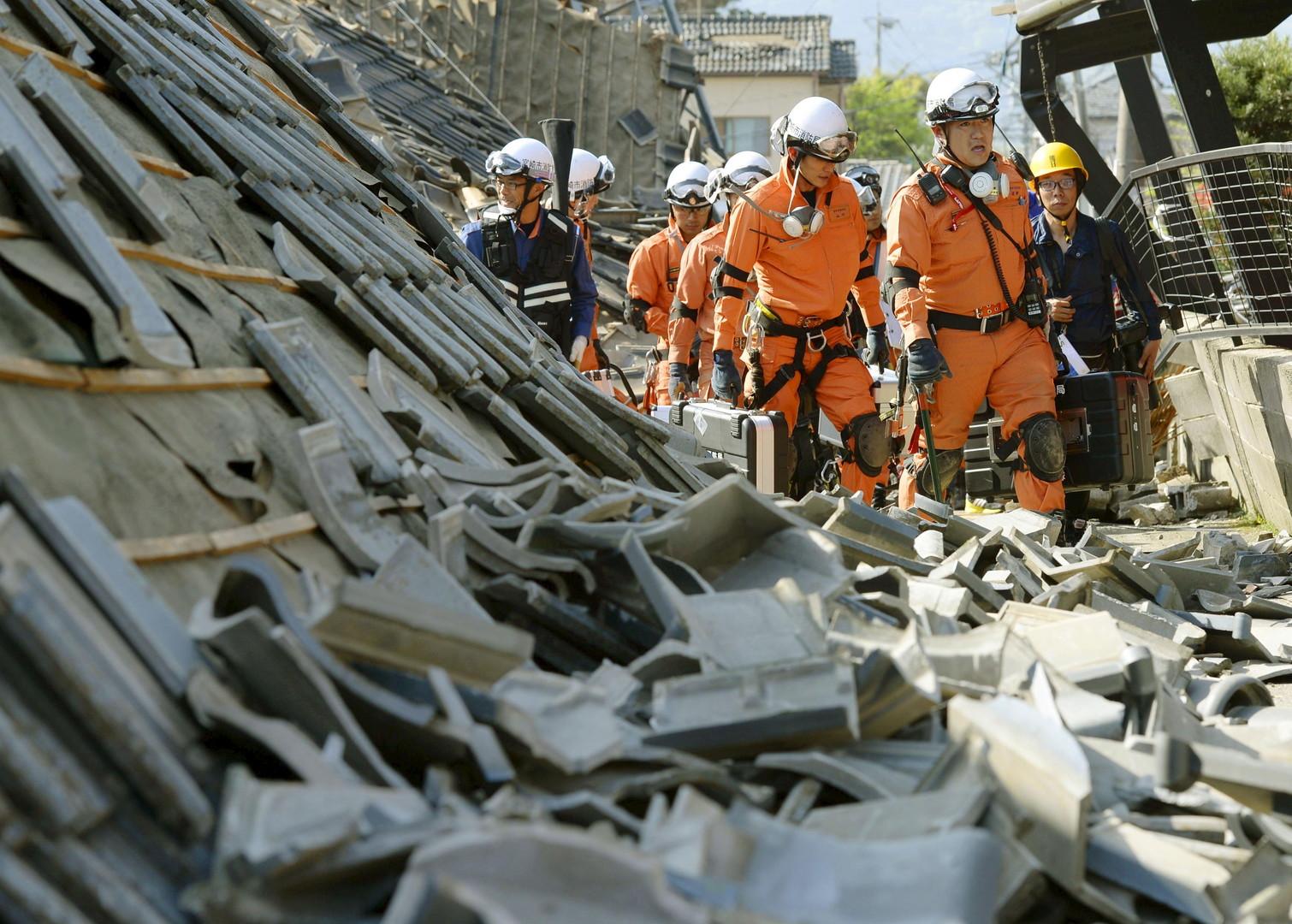 Les pompiers sont en première ligne pour combattre les nombreux incendies provoqués par les tremblements de terre à répétition