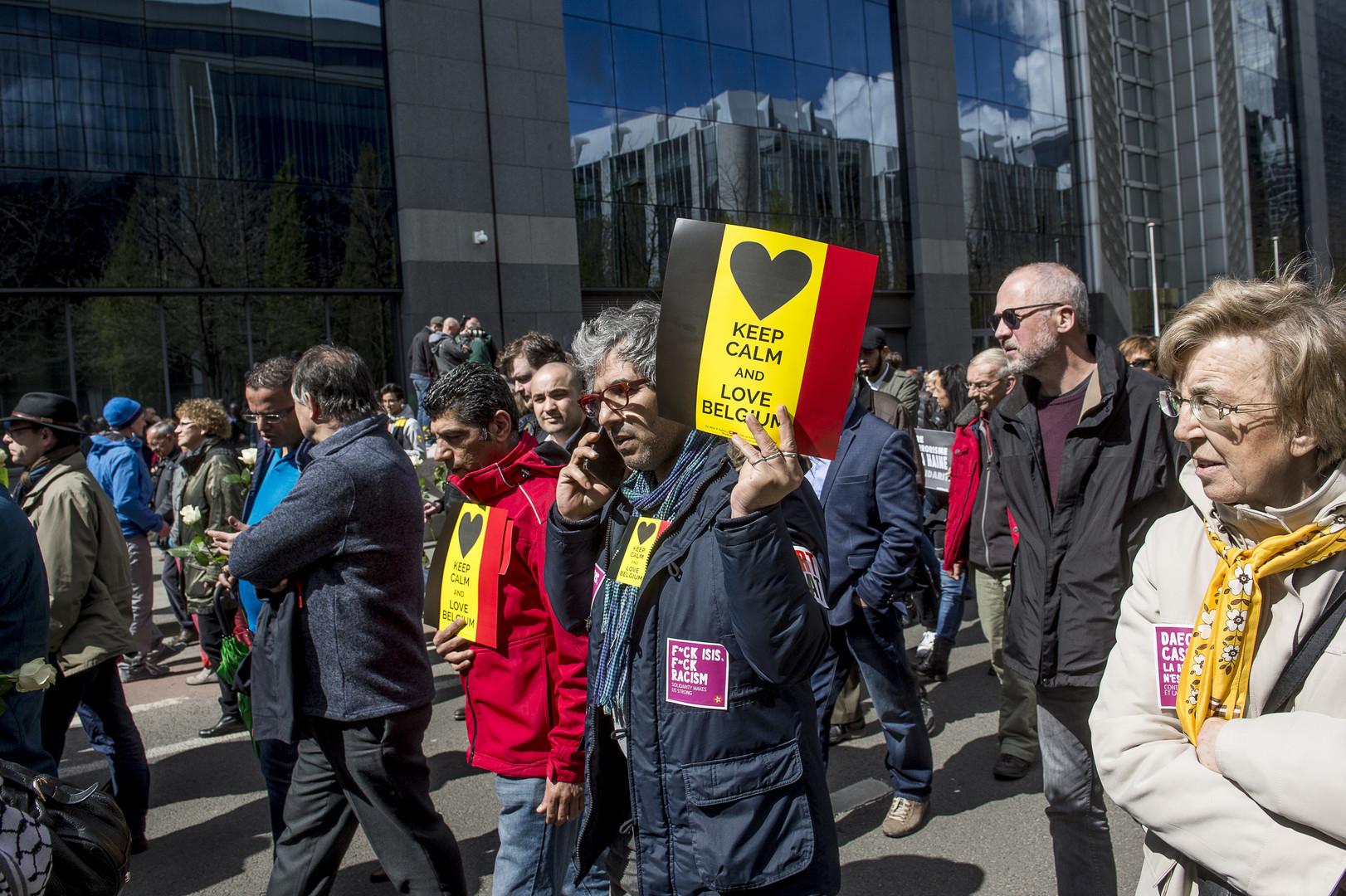 Attentats : des milliers de Bruxellois dans la rue en hommage aux victimes et «contre la haine»