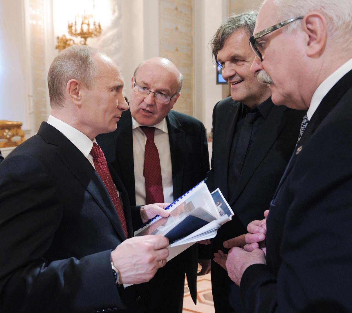 Non, ce n'est pas parce qu'il est ami avec Vladimir Poutine qu'Emir Kusturica ne sera pas à Cannes