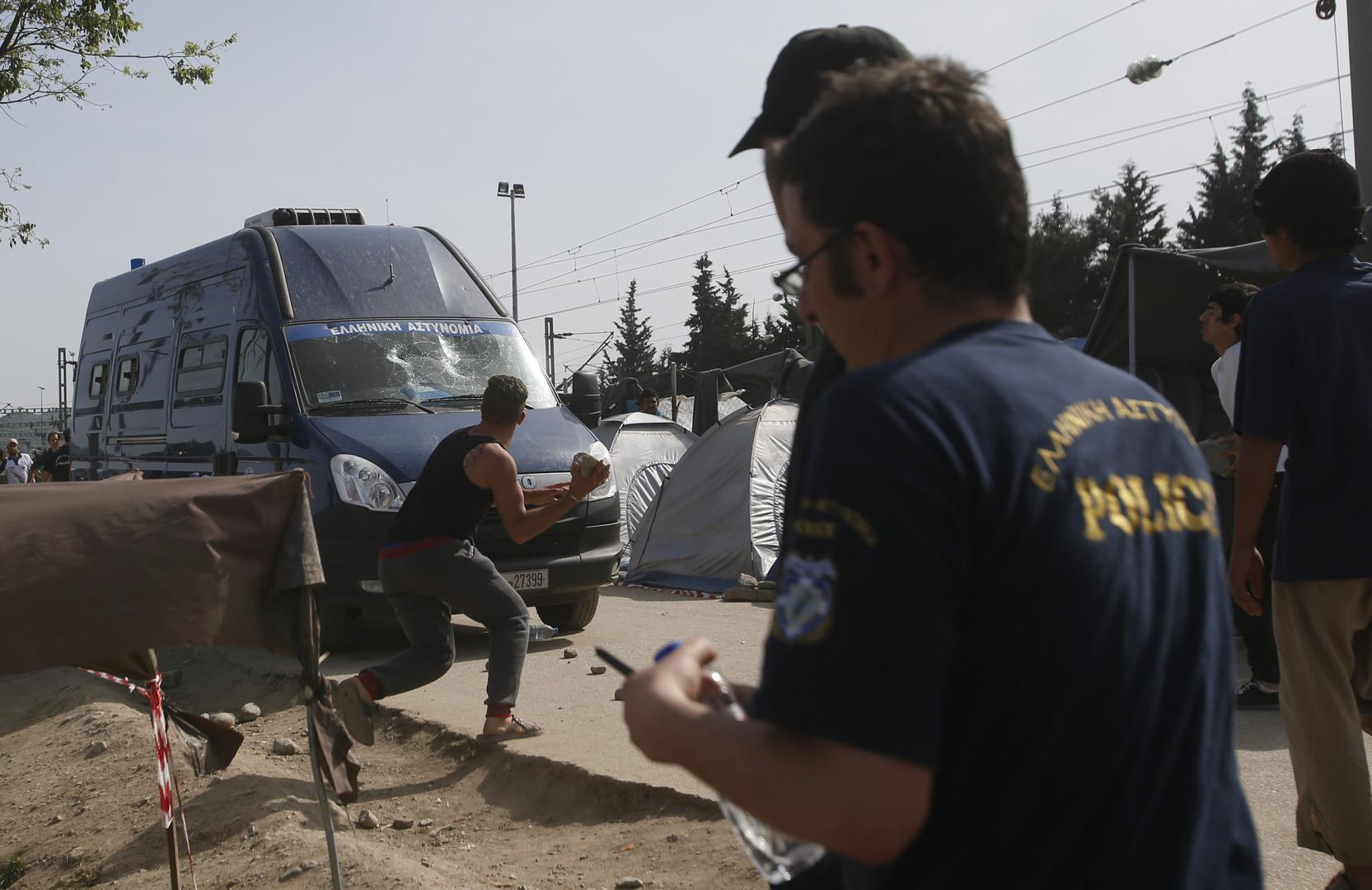 La police grecque percute et tue un réfugié dans un camp (PHOTO, VIDEO)