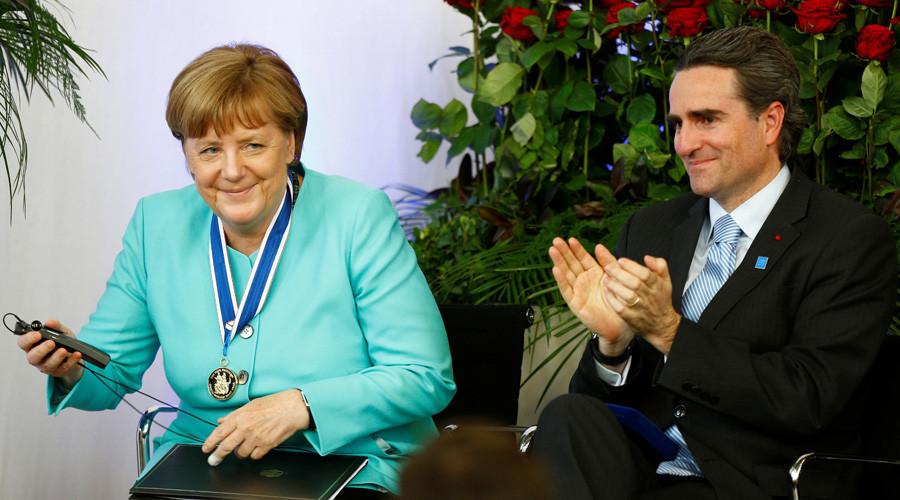 Le prix décerné à Angela Merkel pour la crise migratoire et quatre autres prix bizarres