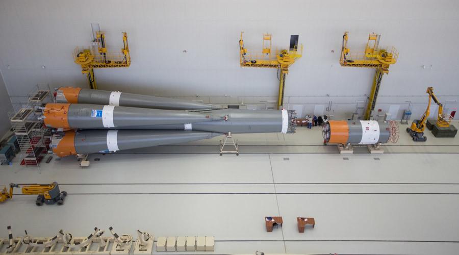 La première fusée à quitter le nouveau cosmodrome de Vostotchny est en position, prête à décoller