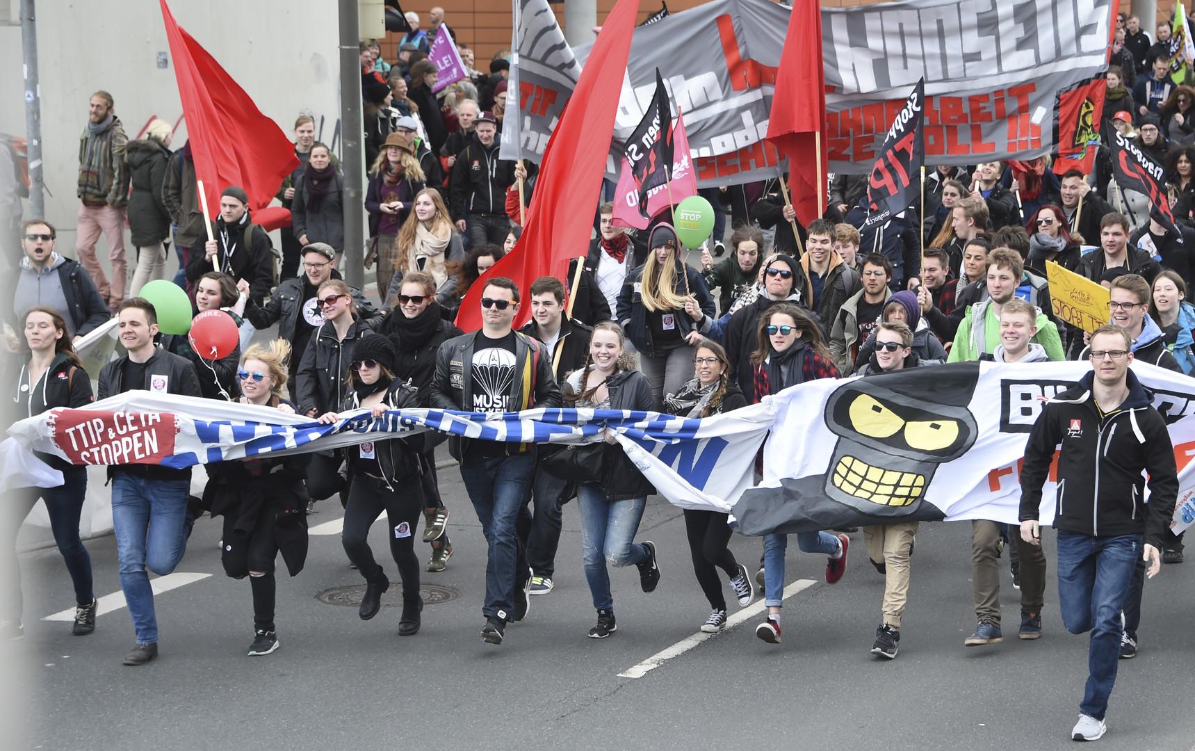 Stop TTIP : une énorme manifestation contre la zone de libre-échange transatlantique envahit Hanovre