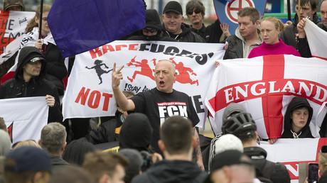 Manifestants d'extrême droite à Dover, Kent