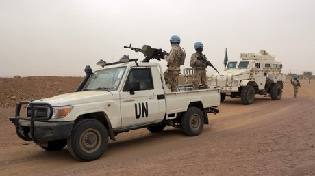 Les soldats de la Force de maintien de la paix de l'ONU en patrouille