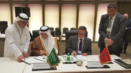 Le ministre de l'Economie et des finances marocain, Mohamed Boussaid et son homologue saoudien Ibrahim Ben Abdelaziz Assaf,