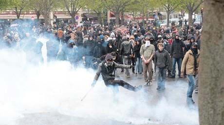 La fin de la manifestation à Paris a été marquée par de violents incidents entre policiers et casseurs