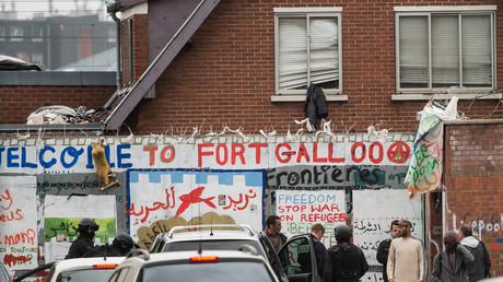 La police évacue un squat de migrants dans le centre de Calais