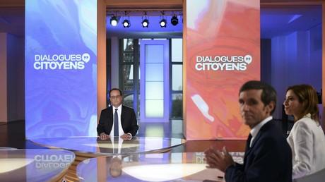 Le président français François Hollande lors de l'émission Dialogues citoyens