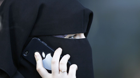 Une femme voilée du niqab à Meaux