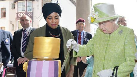 La chef, qui a fait le gâteau d'anniversaire pour Elizabeth II, insultée pour son voile