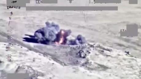 Images de guerre : l'armée irakienne bombarde les positions de Daesh