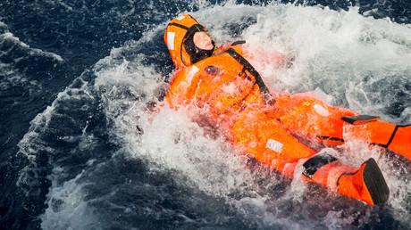 Une ministre norvégienne joue au «migrant» en mer Egée et se fait allumer par les internautes