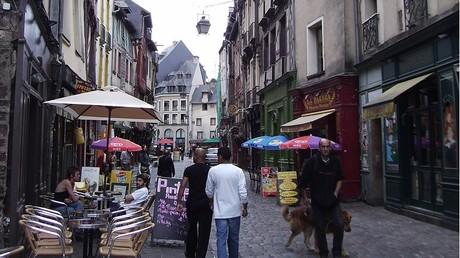 Rennes : un videur égorgé rue de la Soif par un client ivre