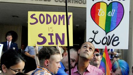 Un cliché qui symbolise le conflit en cours aux Etats-Unis entre défenseurs des LGBT et conservateurs.