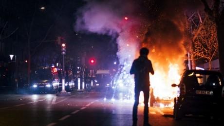 Deux Autolib et deux scooters ont notamment été incendiés