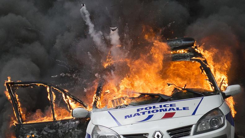 voiture de police brûlée : «leur seul but c'est de violenter des