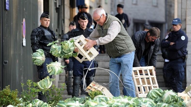 Des paysans français protestent contre la situation de l'agriculture, en 2014, après la mise en place de l'embargo russe