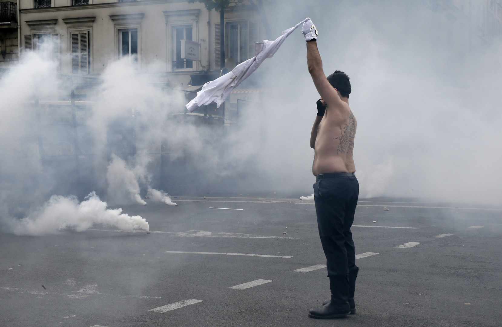 Un manifestant ce 17 mai à Paris