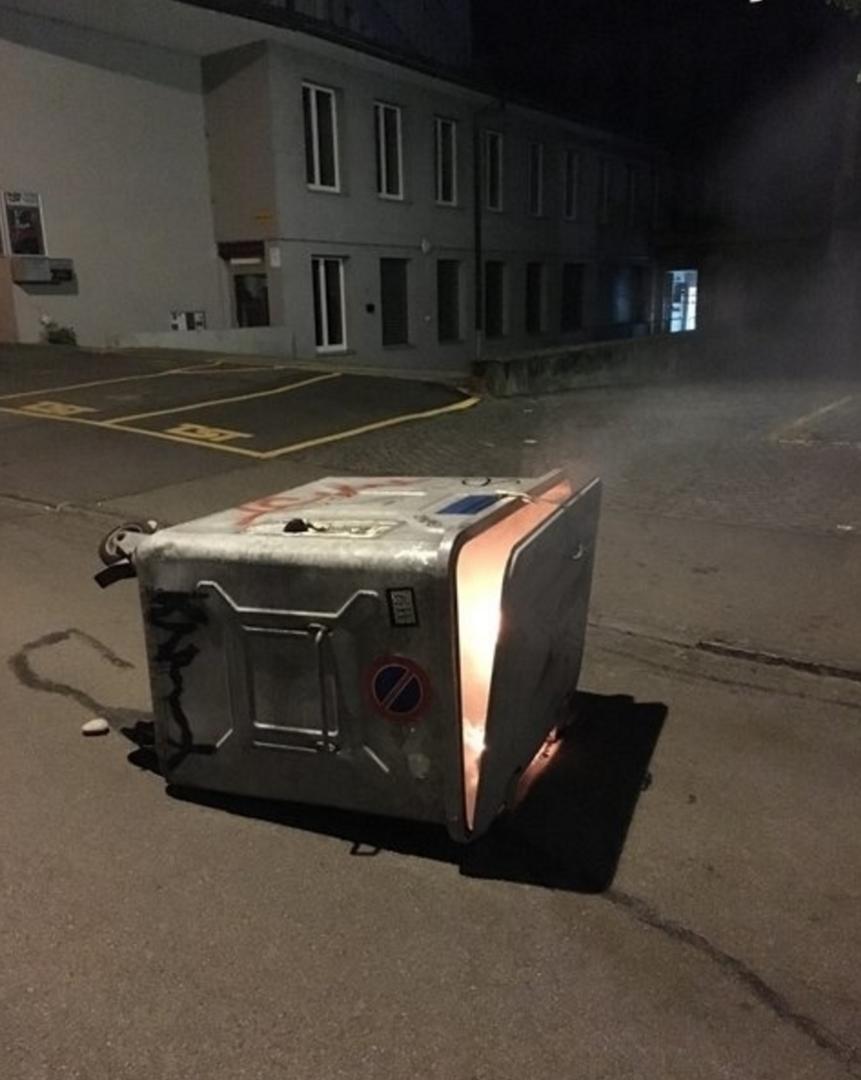Suisse : des centaines de jeunes sèment la pagaille dans Berne (IMAGES)