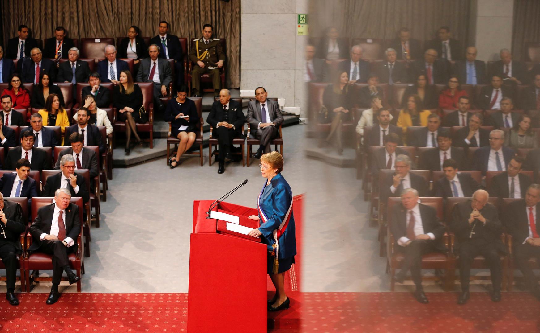 La présidente du Chili, Michelle Bachelet, devant le Congrès