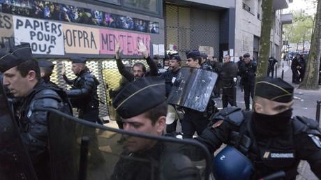Les policiers ont débuté l'évacuation du lycée Jean Jaurès dans le 19ème arrondissement ce mercredi 04 mai aux alentours de 6h30 du matin.