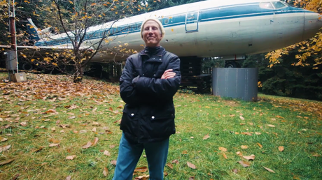 Rencontrez l'homme qui vit à l'intérieur d'un Boeing 727 (VIDEO)
