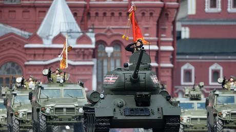 La Russie en orange et noir : célébrations du jour de la Victoire