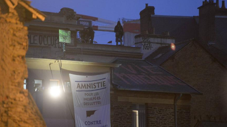 Loi travail : la police évacue une salle occupée depuis le 1er mai à Rennes (PHOTOS)