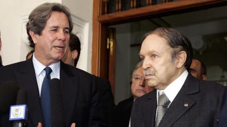 Jean-Louis Debré et Abdelaziz Bouteflika lors d'une conférence de presse, le 21 janvier 2007