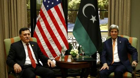 Le Premier-ministre libyen Fayez al-Sarraj et le secrétaire d'Etat américain John Kerry à Vienne