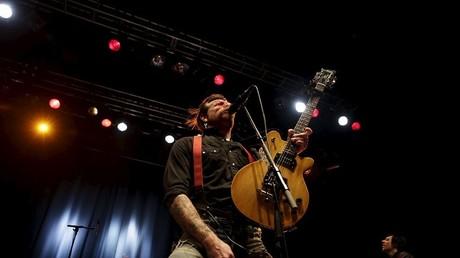 Le chanteur des Eagles Of Death Metal, Jesse Hughes