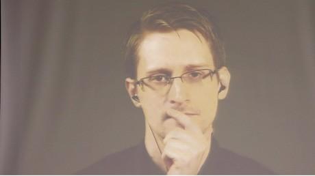 Le lanceur d'alerte Edward Snowden a travaillé pour la CIA, avant de se tourner vers le public.