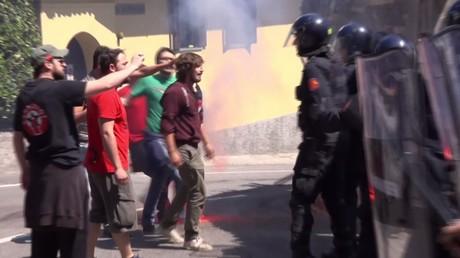 Italie : la police se heurte aux manifestants hostiles à Matteo Renzi