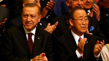 Le président Erdogan pose avec le secrétaire général des Nations unies Ban Ki-moon et d'autres chefs d'Etat à l'ouverture du Sommet humanitaire mondial à Istanbul