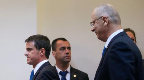 Le Premier ministre français, Manuel Valls, en compagnie de son homologue palestinien Rami Hamdallah ce mardi 24 mars, à Ramallah, en Cisjordanie