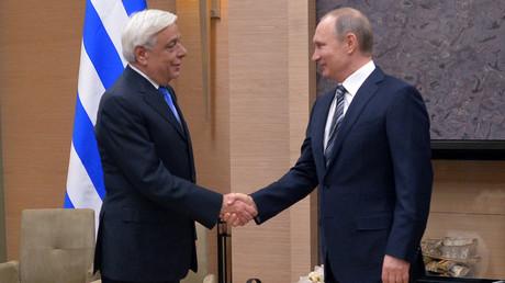 Vladimir Poutine en Grèce pour deux jours, entre rencontre présidentielle et visite du mont Athos