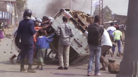 Des Congolais en colère renversent des voitures lors d'une manifestation anti-gouvernementale