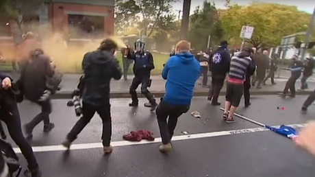 Australie : violents affrontements entre militants anti-immigration et anti-racistes (VIDEO)