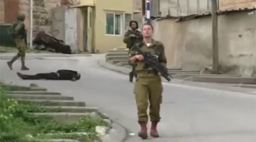 Une vidéo suggère qu'un couteau près d'un assaillant tué par un soldat à Hebron a été «déposé»