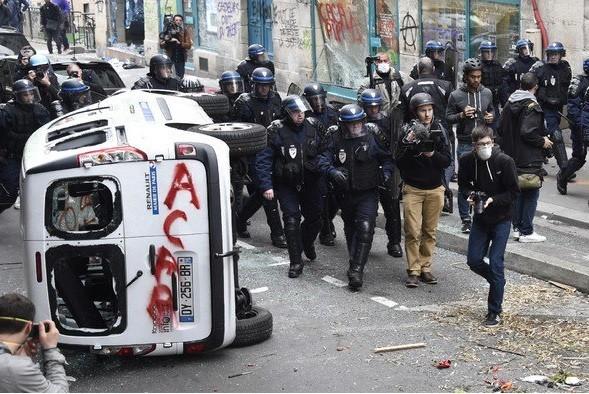 Hommage à Clément Méric : échauffourées entre des antifascistes et la police à Paris (PHOTOS, VIDEO)