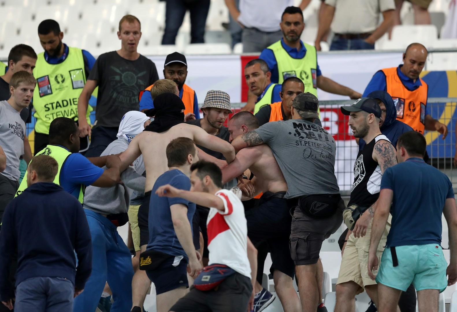 Violences dans le Stade Vélodrome lors du match Angleterre-Russie