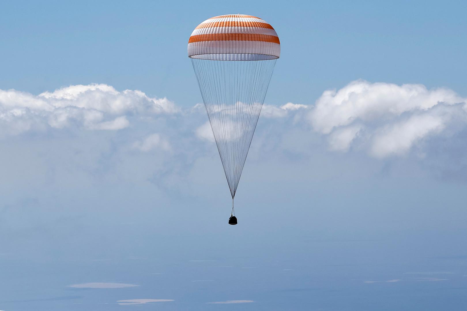 Une capsule Soyouz ramène sur Terre trois membres de la Station spatiale internationale