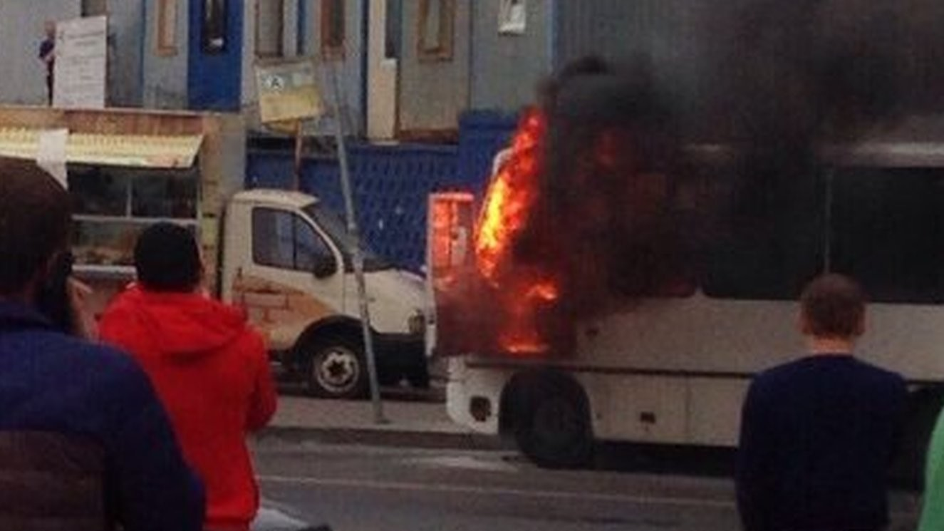 Un minibus avec 20 passagers à bord explose à Saint-Pétersbourg (PHOTOS, VIDEO)