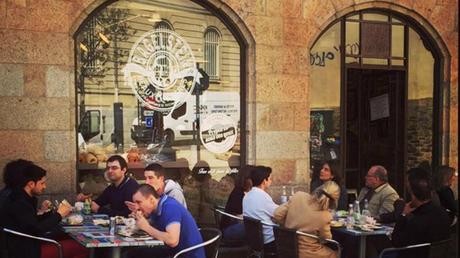 Quatre jeunes en prison pour avoir attaqué un restaurant Bagelstein considéré sexiste