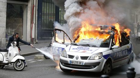 Voiture de police incendiée à paris le 18 mai